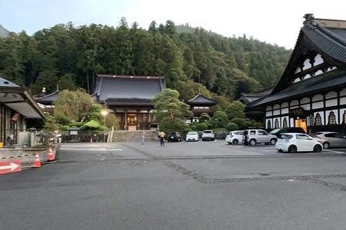 久遠寺の手前
