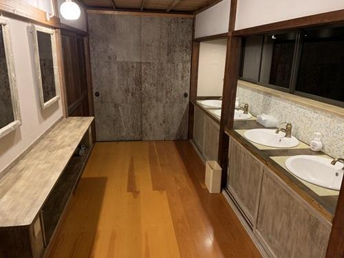 覚林坊の洗面所
