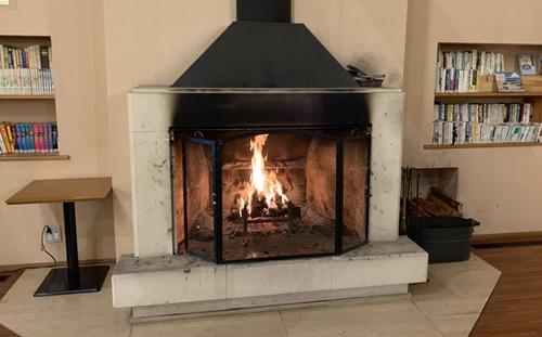 入口の暖炉
