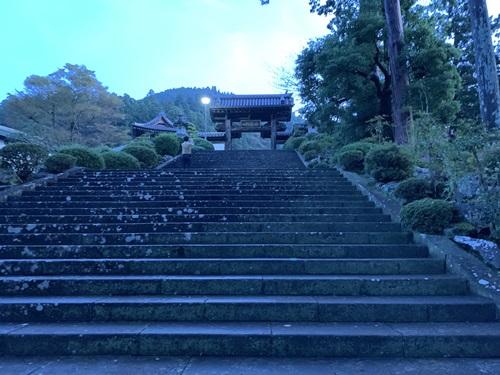 久遠寺の入口