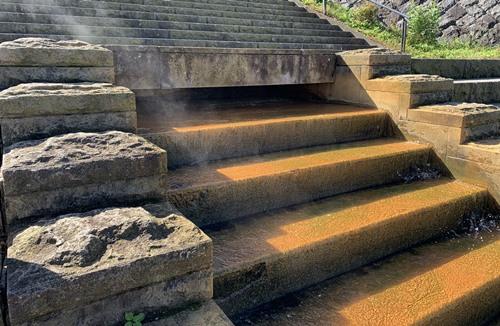 階段の温泉