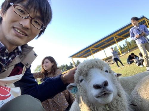羊とツーショット