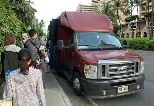 サンドバーツアーの送迎車