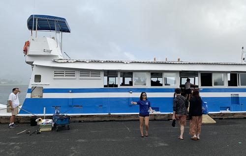 サンドバーツアーの船