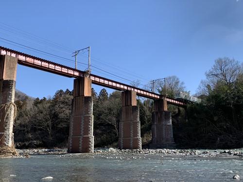 鉄橋と電車①