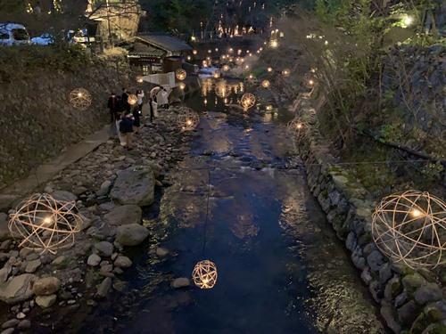 丸鈴橋から湯あかり