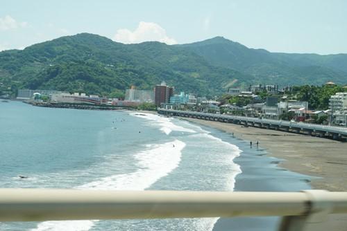 車からの海の風景