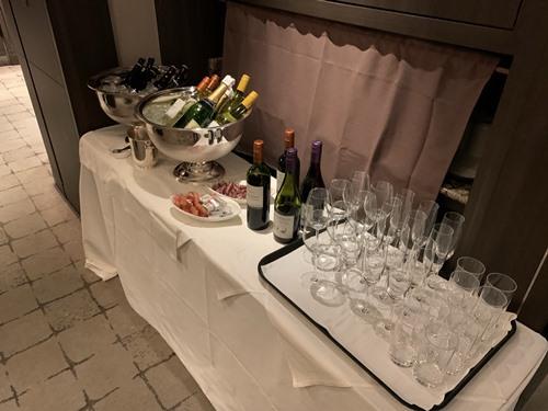 クラブラウンジ夕食のワイン
